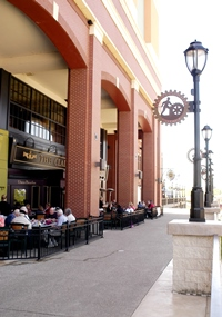 Walkway and Outdoor Dining at Newport on the Levee